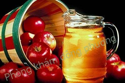 trị mụn cơm trên mặt bằng giấm táo