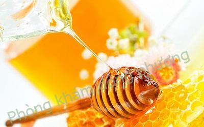 mật ong chữa viêm da dầu ở mặt hiệu quả