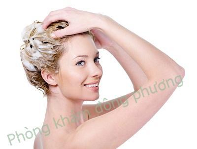 cách trị vảy nến da đầu