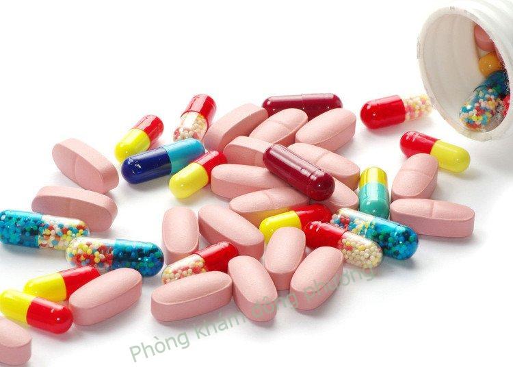 điều trị viêm da tiếp xúc