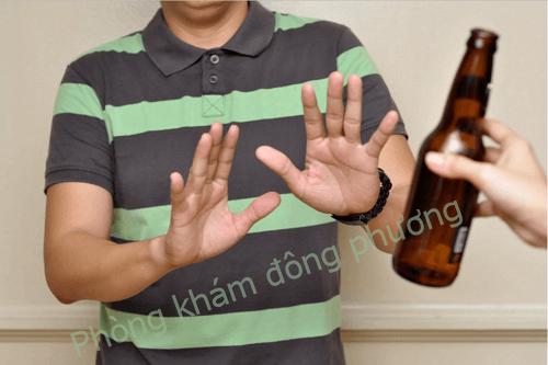 Khi mắc zona không uống rượu