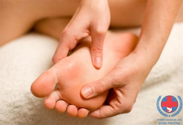 Bệnh ngứa ở lòng bàn chân lí giải những nguyên nhân dẫn đến