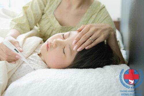 Zona thần kinh ở trẻ em có dấu hiệu là sốt cao