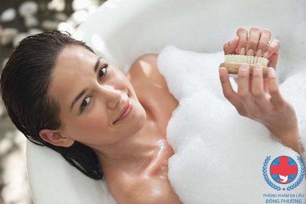 Bệnh ngứa sau khi tắm làm thế nào để giải quyết ?