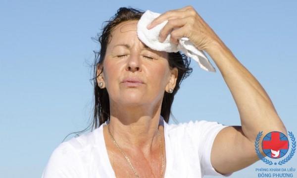 Bệnh mẩn ngứa khi trời nắng nóng do mồ hôi trên cơ thể