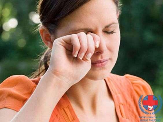Bệnh vảy cá ở mắt có dấu hiệu mắt khô và ngứa