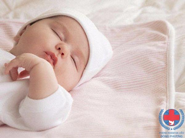Lang ben ở trẻ sơ sinh – những điều mẹ nên biết !