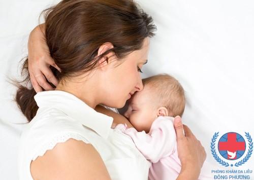 Nổi mề đay sau sinh phải làm sao?